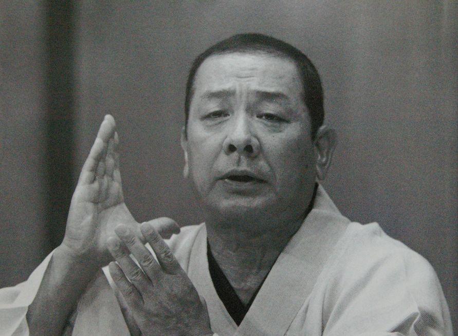 佐郷屋留雄