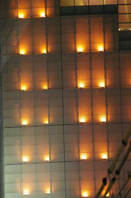 新宿ビル壁 イルミ.jpg